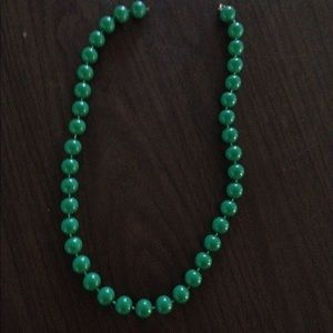 Jewelry - Necklace - Kelly green Pearl beads w/gold clasp